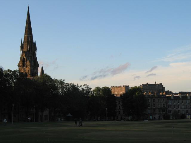 Looking toward the castle (on the hill) from Bruntsfield Links