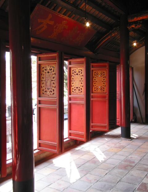 Looking out (multiple-door) entrance, Ngoc Son temple