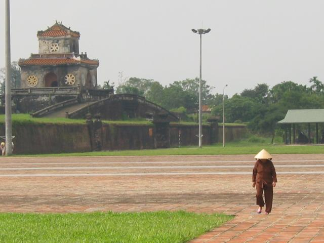 Between outer and inner walls, near Ngo Mon Gate