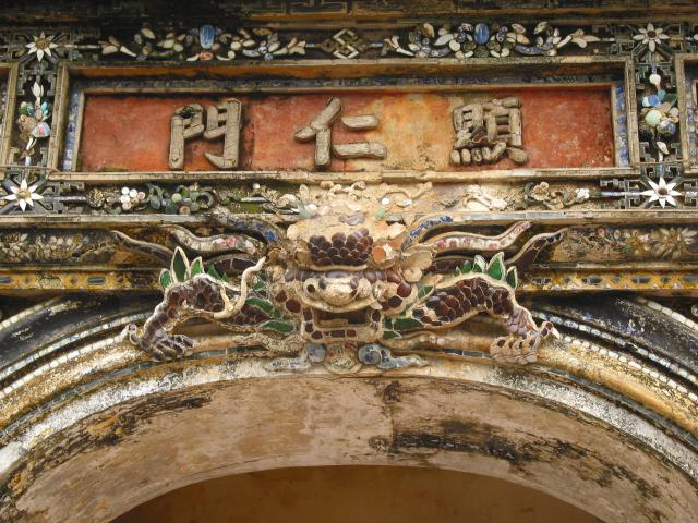 Top of an arch in Hien Nhon gate