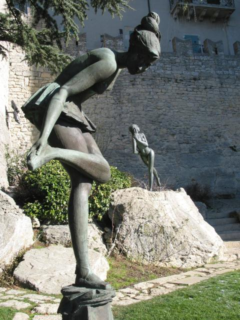 Sculptures: two ballerinas