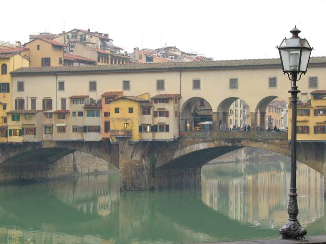 Ponte Vecchio with lamp in foreground, Firenze